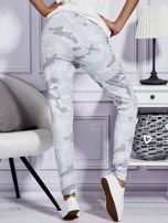 Szare spodnie dresowe w militarny wzór                                  zdj.                                  2