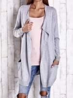 Szary długi niezapinany sweter z kieszeniami