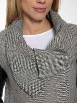 Szary melanżowy płaszcz  ze skórzanymi pikowanymi rękawami                                  zdj.                                  5