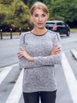 Szary melanżowy sweter z kontrastowymi wstawkami przy dekolcie