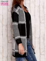 Szary otwarty sweter w kwadraty                                  zdj.                                  3