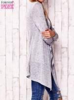 Szary sweter z ciemniejszą nitką                                   zdj.                                  3