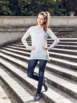 Szary sweter z dłuższym tyłem i rozporkami po bokach
