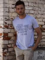 Szary t-shirt męski z nadrukiem napisów                                  zdj.                                  1