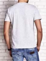 Szary t-shirt męski z napisami i liczbą 83