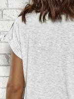 Szary t-shirt w paski z nadrukiem PARIS, ROME, NEW YORK                                  zdj.                                  6