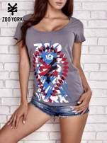 Szary t-shirt z motywem Statuy Wolności