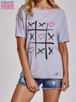 Szary t-shirt z motywem serce i krzyżyk