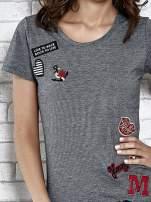 Szary t-shirt z naszywkami                                  zdj.                                  5