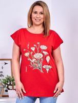 T-shirt czerwony z nadrukiem roślinnym PLUS SIZE                                  zdj.                                  1