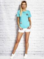T-shirt damski z wiązaniem i naszywkami zielony                                  zdj.                                  4