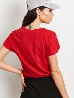 T-shirt z błyszczącym nadrukiem twarzy czerwony                                  zdj.                                  3