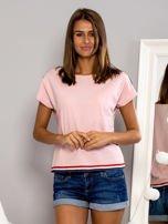 T-shirt z kolorową lamówką różowy                                  zdj.                                  1