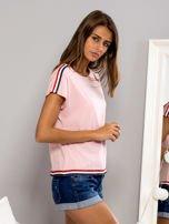 T-shirt z kolorową lamówką różowy                                  zdj.                                  5