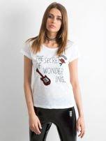 T-shirt z naszywkami biały                                  zdj.                                  1