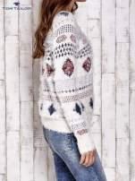 TOM TAILOR Ecru puszysty sweter w azteckie wzory