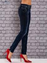 TOM TAILOR Granatowe dopasowane spodnie jeansowe z przetarciami                                  zdj.                                  2