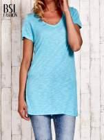 Turkusowy długi t-shirt z rozporkami z boku