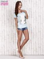 Turkusowy t-shirt damski z napisem CALIFORNICATION                                  zdj.                                  4
