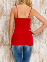 VERO MODA Czerwony top damski z koronkowym dekoltem                                  zdj.                                  4