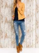 VERO MODA Granatowy top damski z koronkowym dekoltem                                                                          zdj.                                                                         2