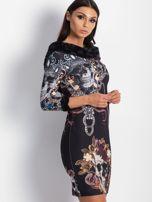 VIA DELLE ROSE Czarna sukienka koktajlowa z nadrukiem                                  zdj.                                  3