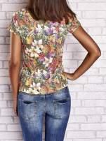 Wzorzysty t-shirt floral z napisem SUMMER IS CALLING