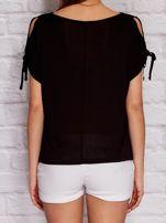 YUPS Czarny t-shirt z wycięciami na rękawach                                  zdj.                                  2