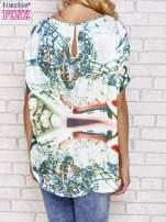 Zielona bluzka koszulowa z abstrakcyjnym nadrukiem                                                                          zdj.                                                                         4