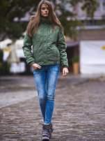 Zielona kurtka z futrzanym wykończeniem kołnierza                                  zdj.                                  8