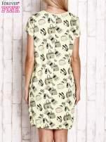Zielona sukienka z kobiecym nadrukiem                                  zdj.                                  4