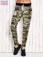 Zielone ocieplane spodnie dresowe motyw militarny                                  zdj.                                  1
