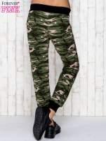 Zielone spodnie dresowe moro z troczkami                                  zdj.                                  4