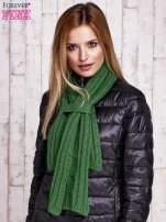 Zielony dzianinowy szalik