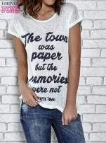 Zielony t-shirt z napisem THE TOWN WAS PAPER BUT THE MEMORIES WERE NOT PAPER TOWNS                                  zdj.                                  1