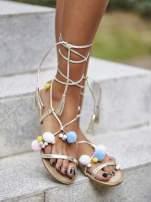 Złote sandały damskie gladiatorki z pomponami