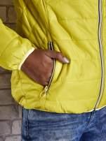 Żółta ocieplana kurtka z kontrastowym wykończeniem kaptura                                                                          zdj.                                                                         6
