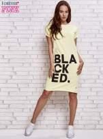 Żółta sukienka dresowa z napisem BLACKED                                                                          zdj.                                                                         2