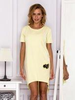 Żółta sukienka z ozdobną kieszonką                                  zdj.                                  1