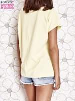 Żółty t-shirt z napisem NEED IT LOUDER