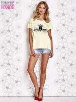 Żółty t-shirt z ozdobnym napisem i kokardą                                  zdj.                                  4